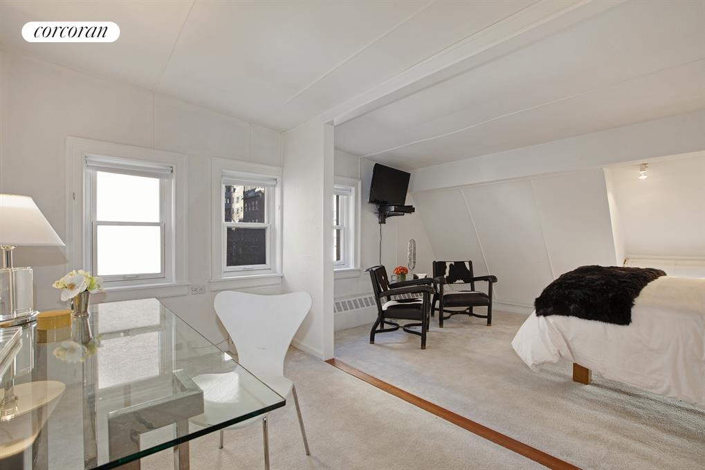 156 East 36th Street, Great Room with 14-foot ceiling
