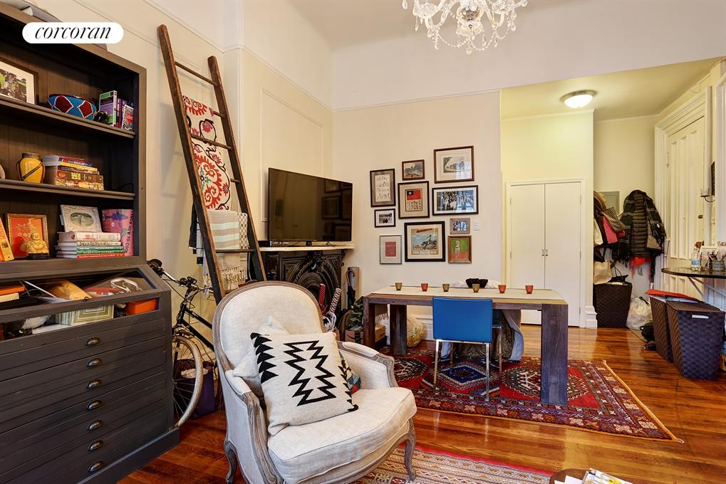 118 Montague Street, 4, Living Room