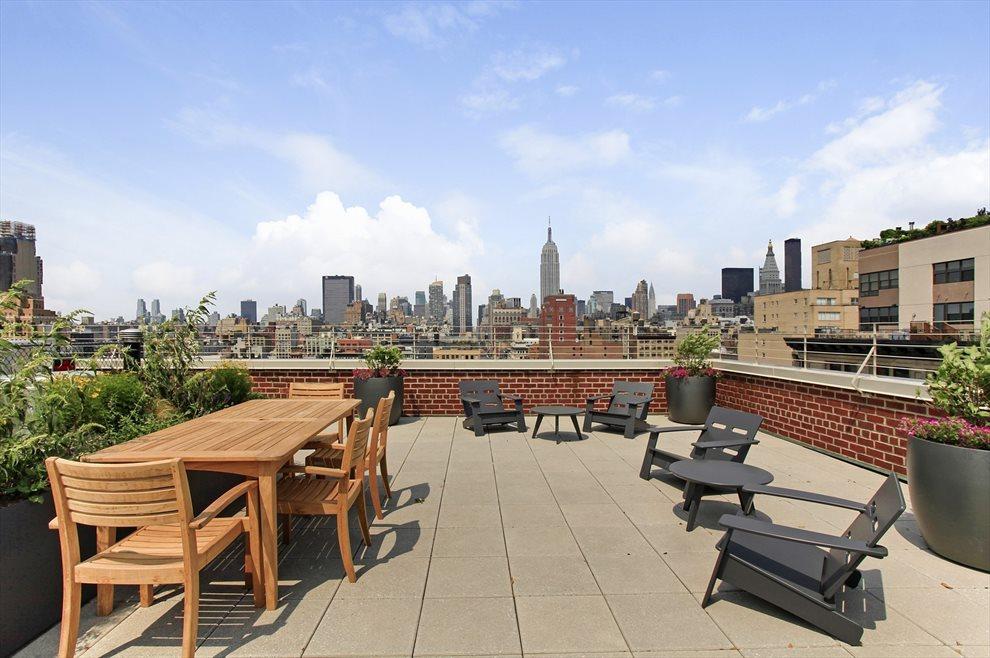 Landscaped Furnished Roof Deck