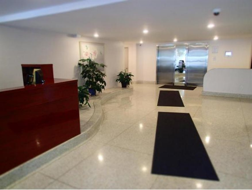 Well-maintained lobby with doorman and elevator!
