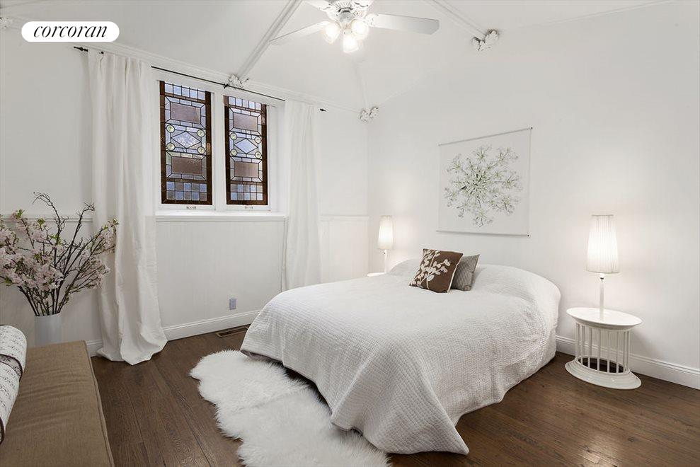 MBR: Vaulted Ceiling, Stained Glass, Large Closet