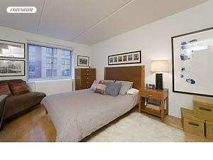 555 West 23rd Street, S7C, Bedroom