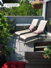 Terrace w-lounge chairs