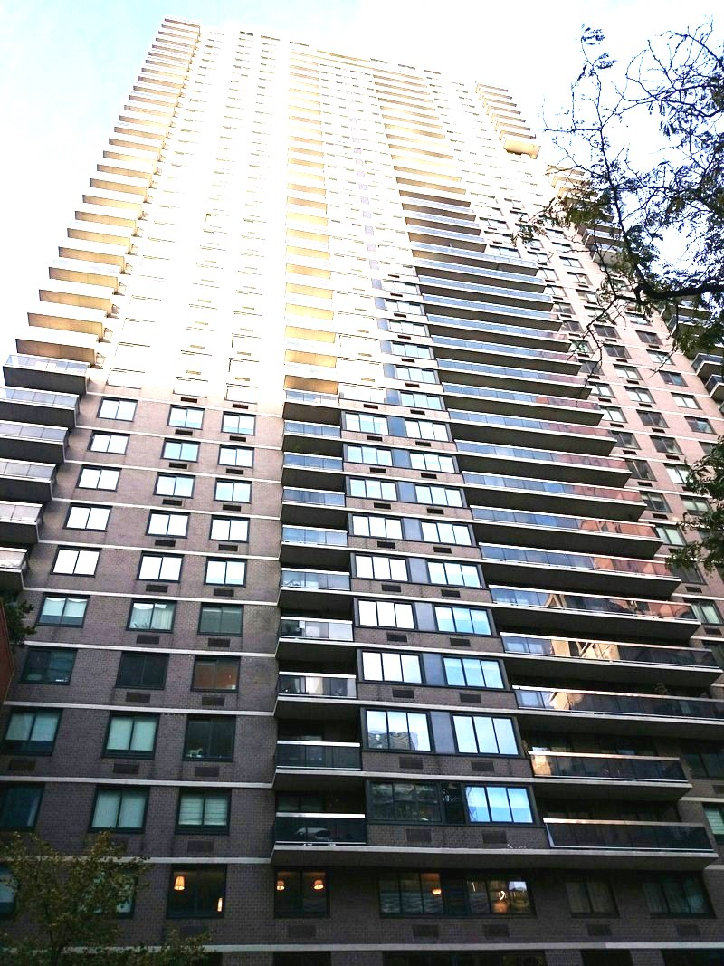 515 East 72nd Street, 33B, View