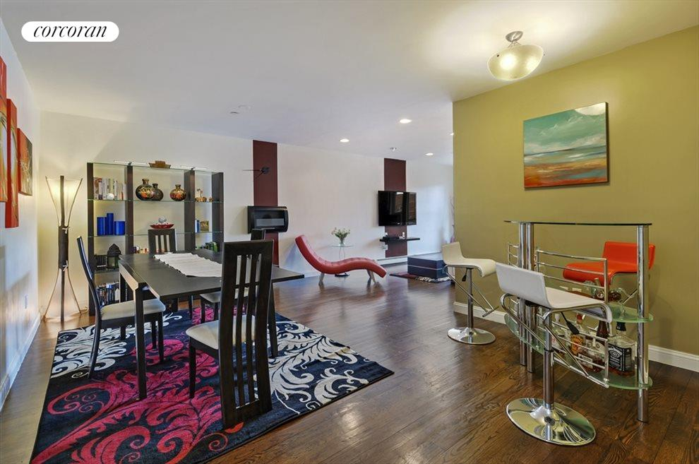 Spacious L-Shaped Living w/formal dining and bar!