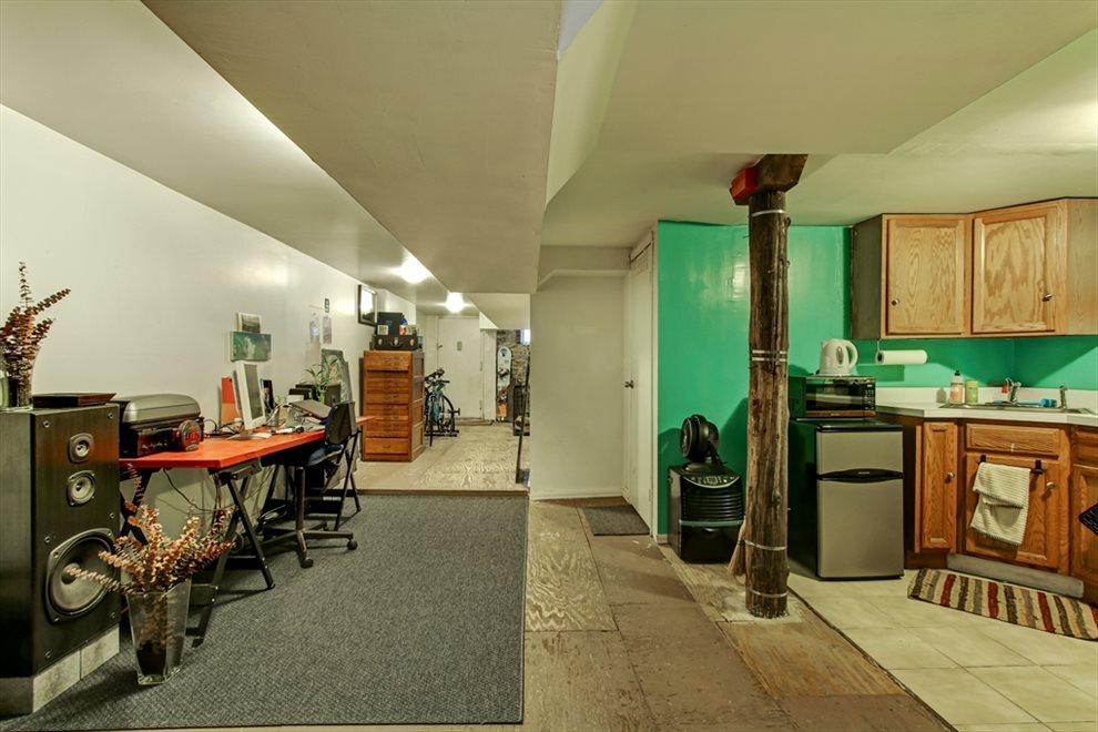 Dry basement recreation room