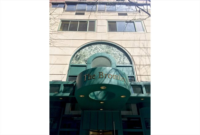 225 West 83rd Street, PHB, Entrance