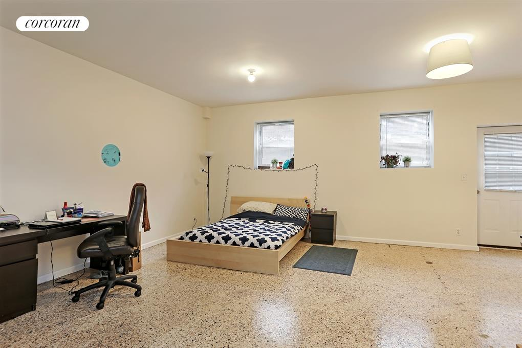 963 Kent Avenue, D1, Living Room