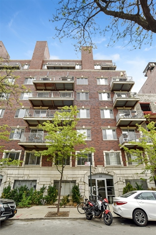 201 Spencer Street, 5A, Living Room