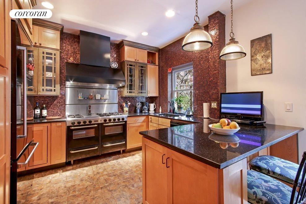 Professional stove & gourmet kitchen