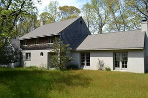 Beautiful 1 Acre Pond Front Home, Southampton