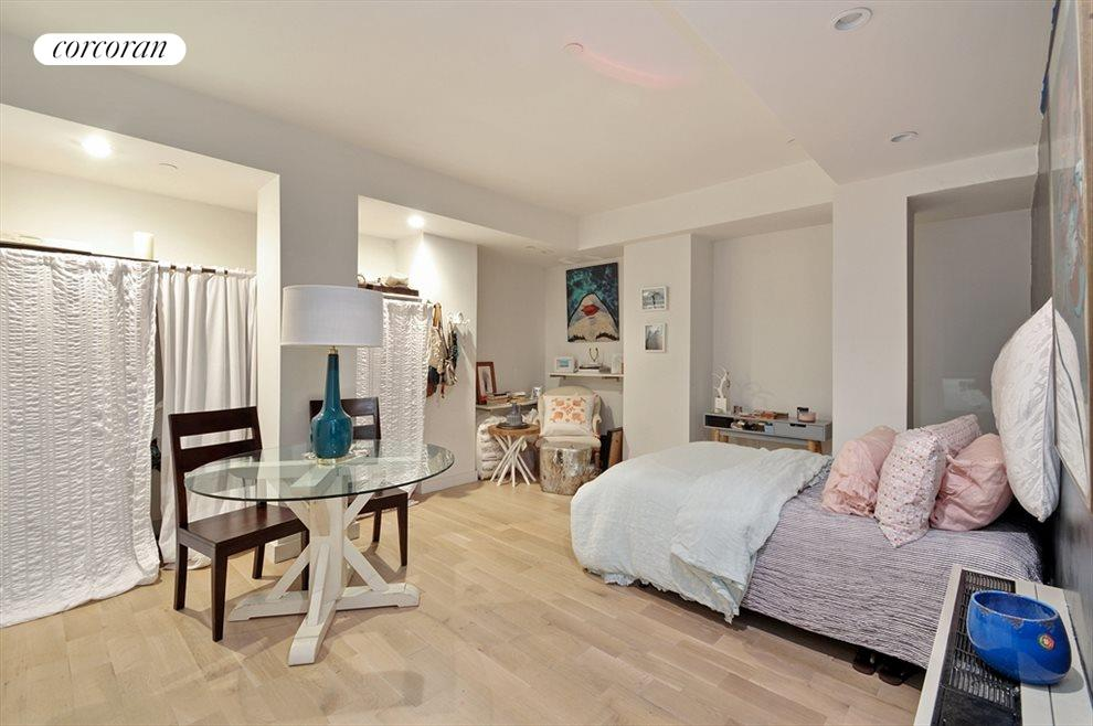 Lower Level (Bedroom/Suite)