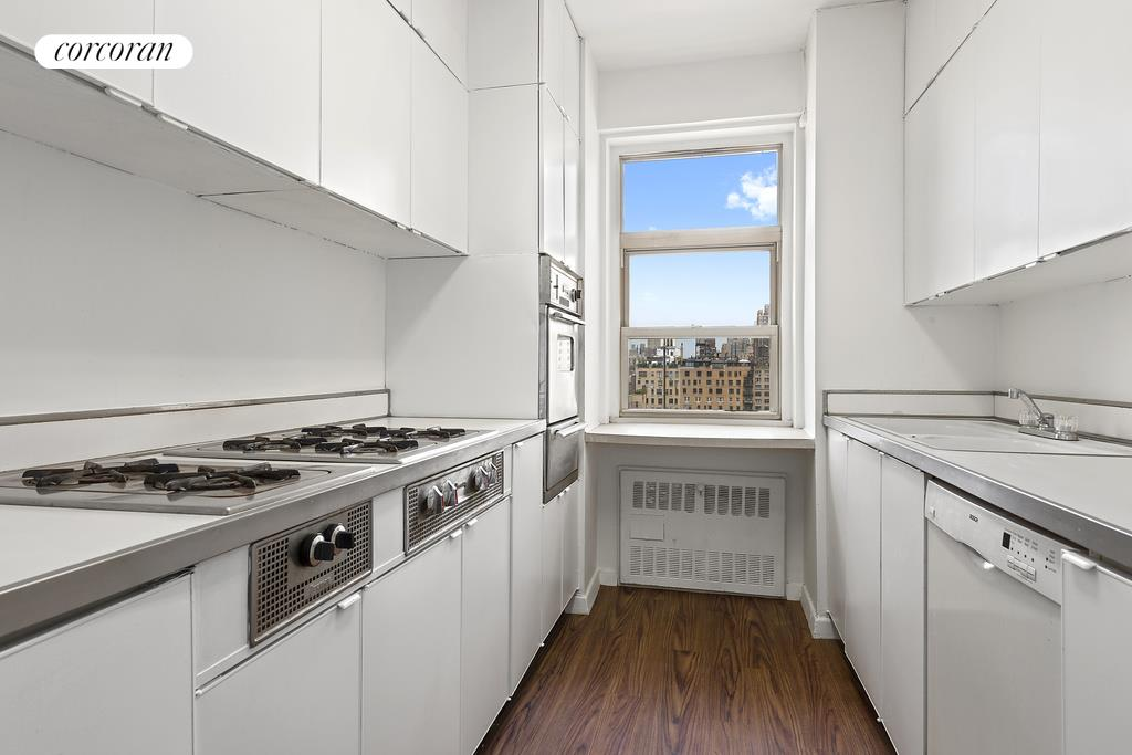 150 East 69th Street, 16G, Spacious living room with balcony