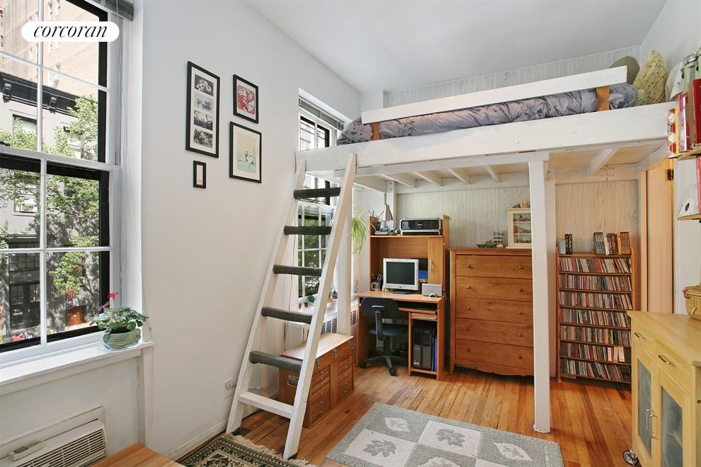 234 East 35th Street, 7, Oversized Windows and Tall Closets