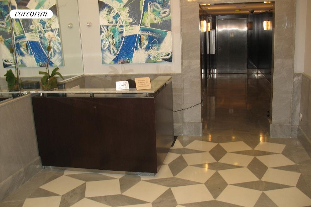 Midtown East, Lobby
