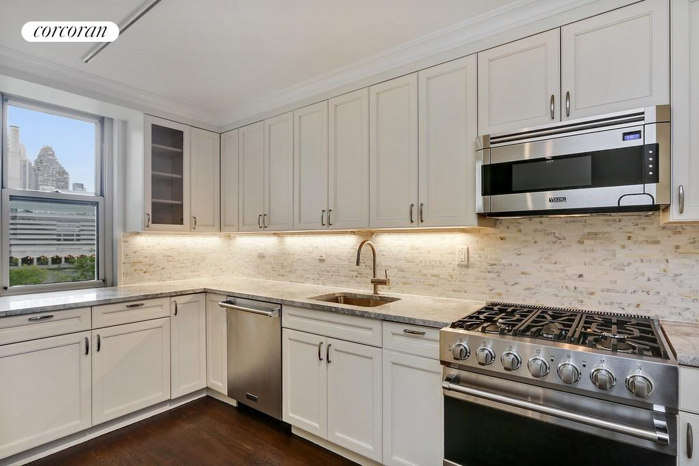 575 MAIN ST, 714, Kitchen