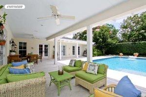 404 NW 18th Street, Pool
