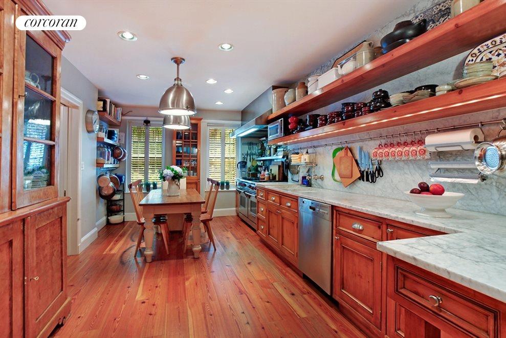 Chef's Kitchen with 6 Burner Stove & 2 Ovens