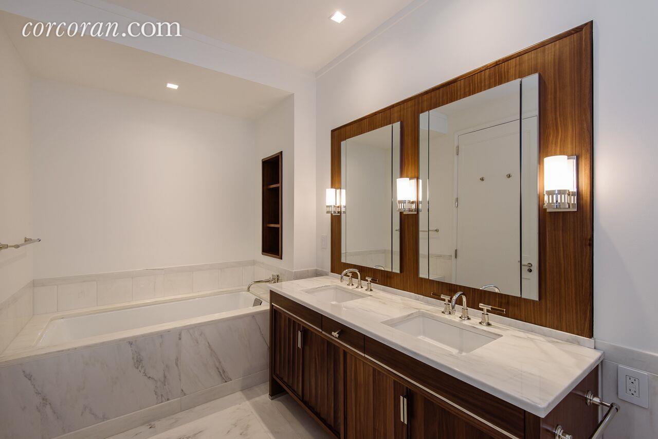 150 Charles Street 3es Living Room