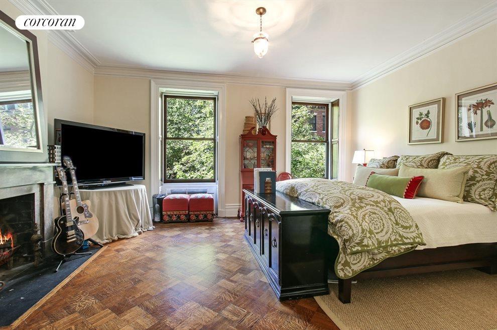 Kingsized Bedroom with Wood burning Fireplace