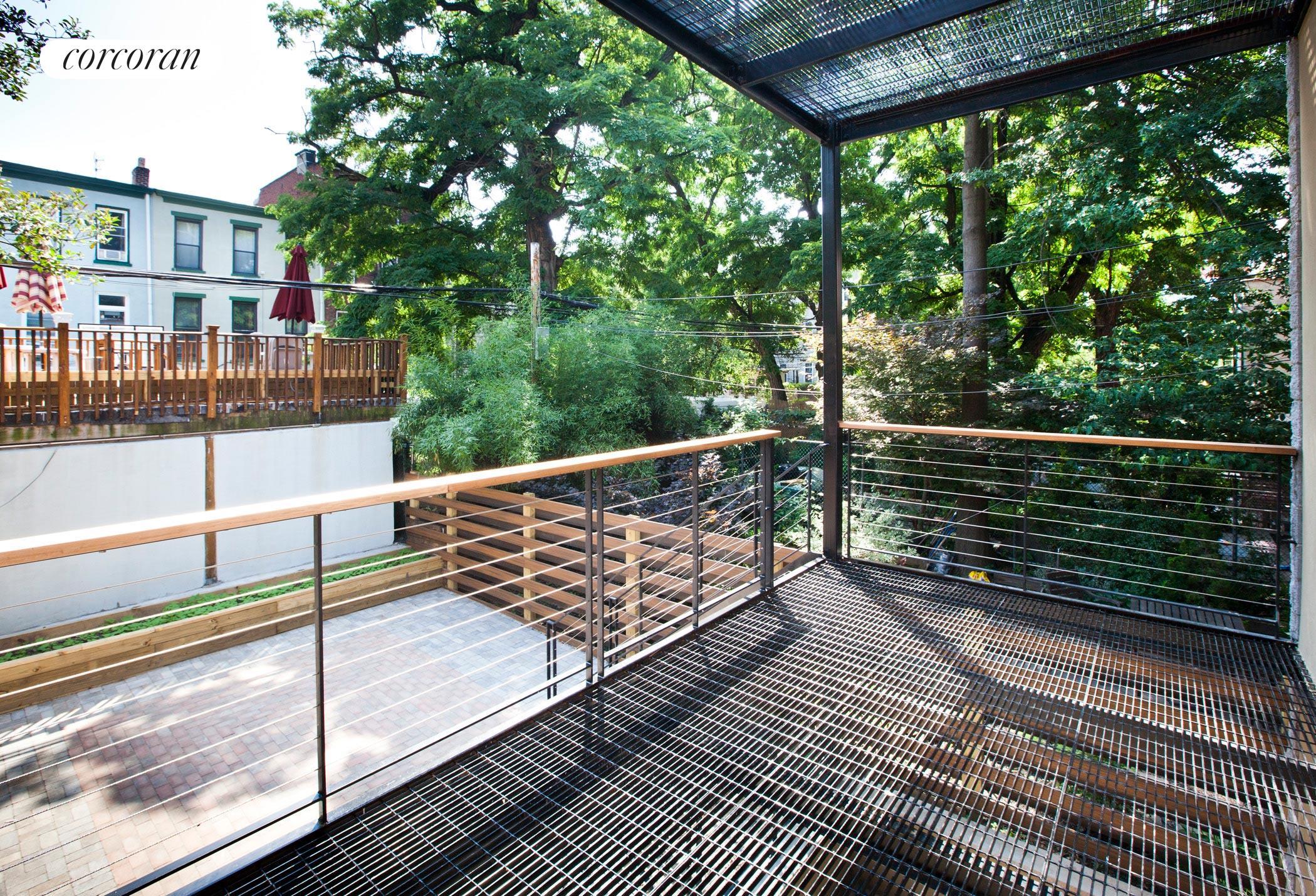 1082 Dean Street, 2, Outdoor Space