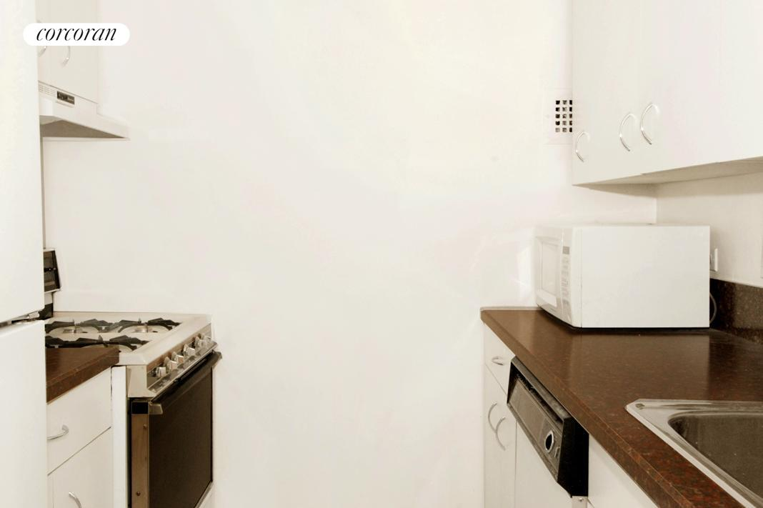 7 ft. x 7 ft. galley kitchen for all y oru needs