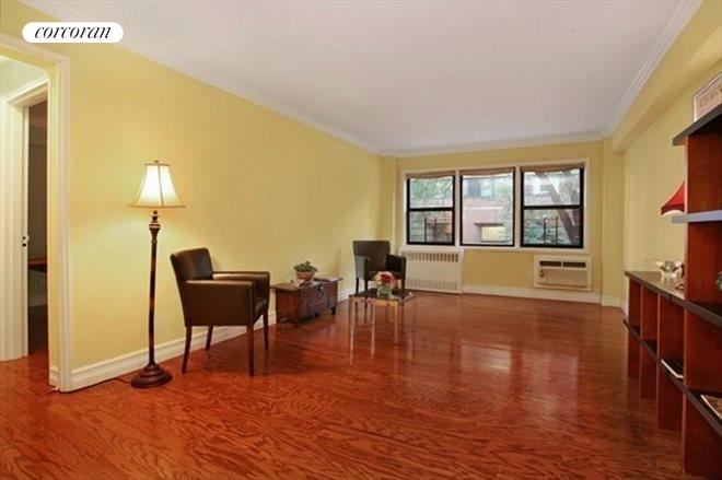 333 East 75th Street, Living Room