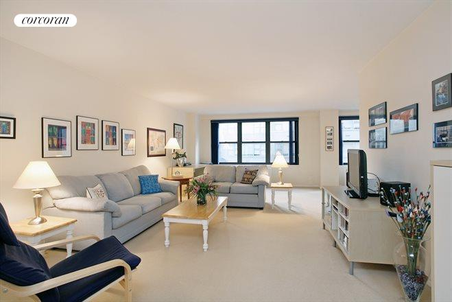 225 East 57th Street, 4H, Enormous Living Room