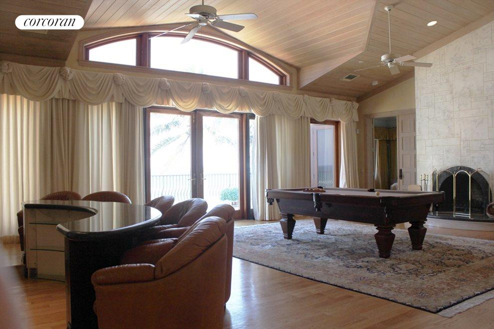 Game room loft with large balcony