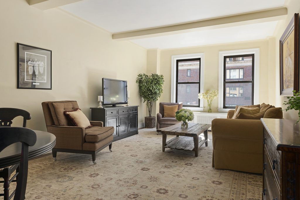 179 East 79th Street, 11B, Living Room
