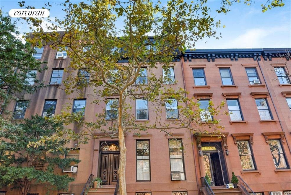 Beautiful Brownstone with Italianate Details