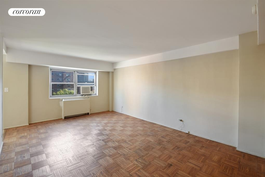 235 Adams Street, 8K, Living Room