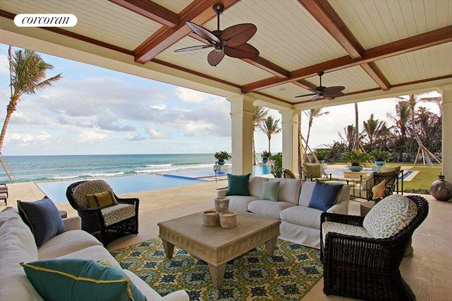 750 South Ocean Blvd., Comfortable outdoor living spaces