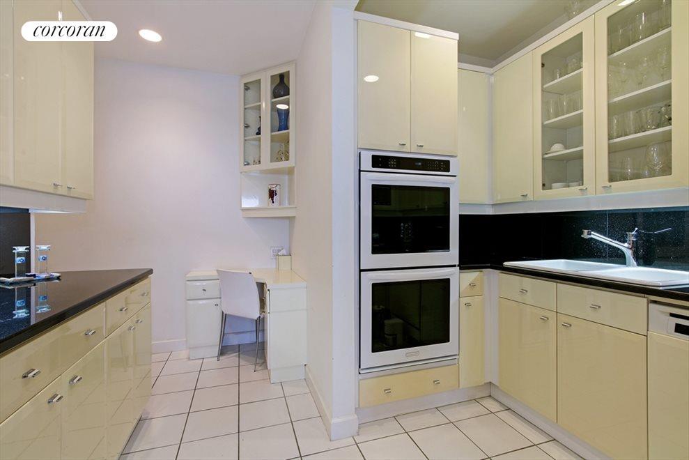 Stunning, Huge Kitchen