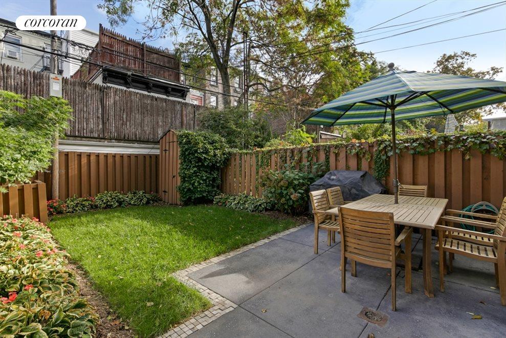 Backyard Park Slope - House of Things Wallpaper
