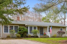 29 Harbor Blvd, East Hampton