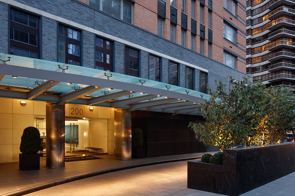 New York City Real Estate | View 200 East 62nd Street, #GF | Landscaped porte-cochere driveway.