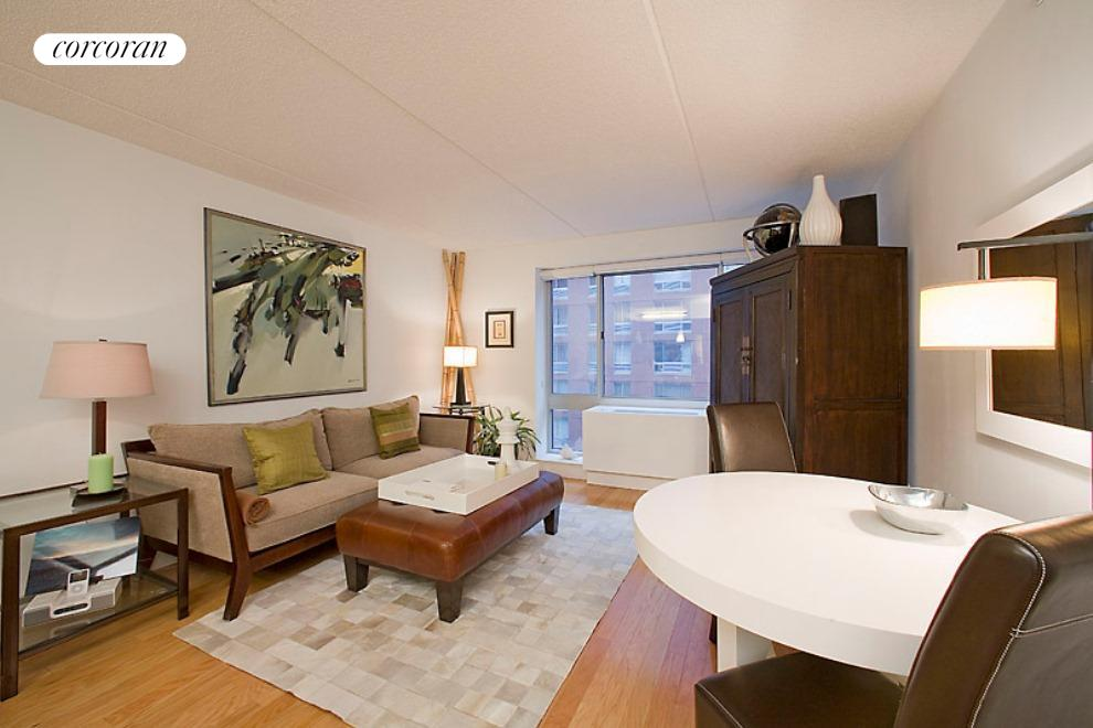 555 West 23rd Street, S7C, Living Room