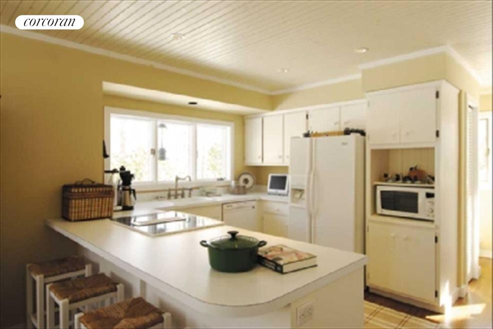 The Hamptons Real Estate | View 17 Larboard Drive | Spacious and light kitchen
