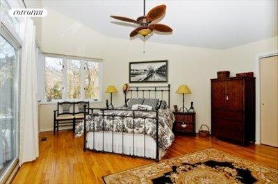 The Hamptons Real Estate | View 29 North Hollow Drive | master bedroom
