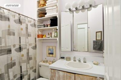 The Hamptons Real Estate | View 29 North Hollow Drive | bathroom