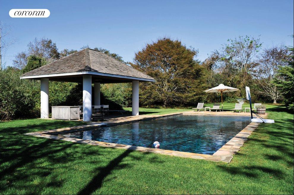 Heated gunite pool nicely secluded