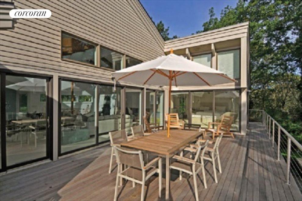 Upper dining deck