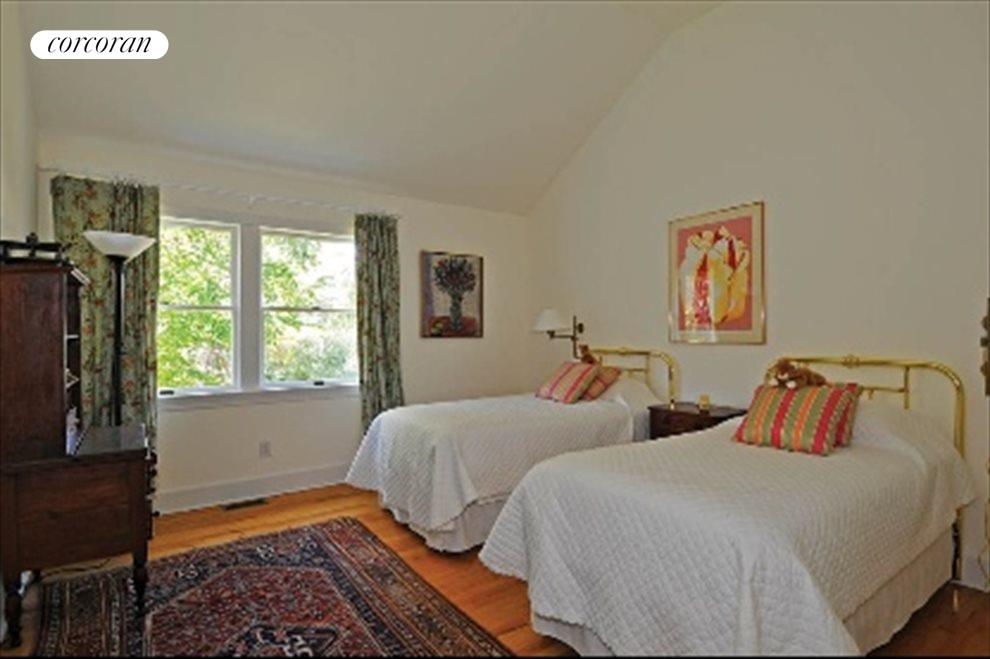 Ensuite guest bedroom 2