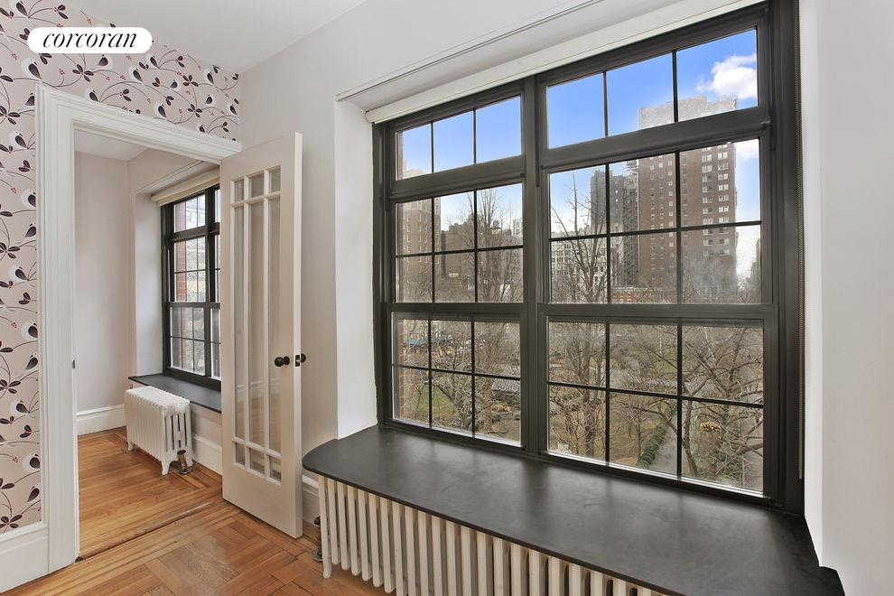38 Gramercy Park North, 5A, Living Room