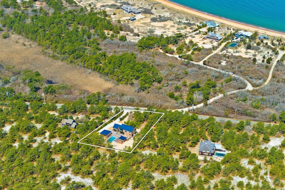 The Hamptons Real Estate | View 216 Cranberry Hole Road | BETWEEN BAY & SEA