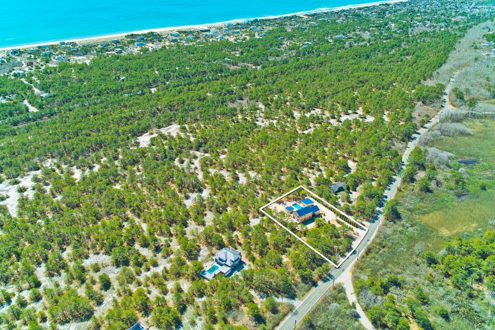 The Hamptons Real Estate | View 216 Cranberry Hole Road | MINUTES TO THE ATLANTIC OCEAN