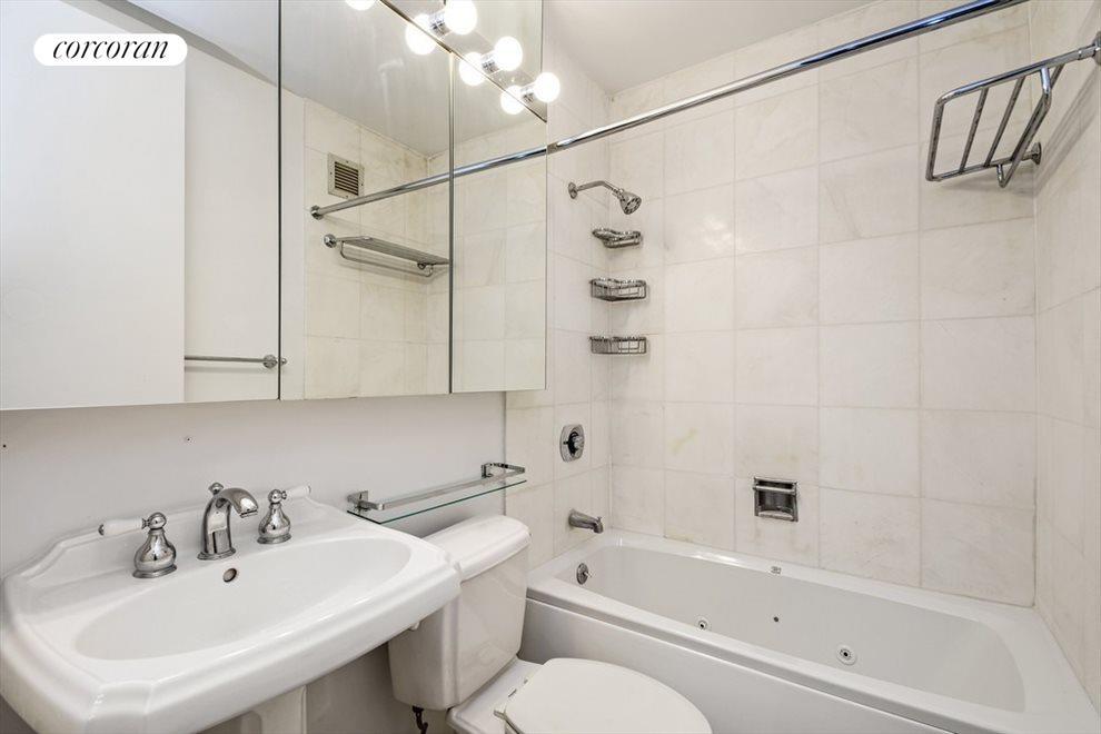 Master Bathroom En-Suite