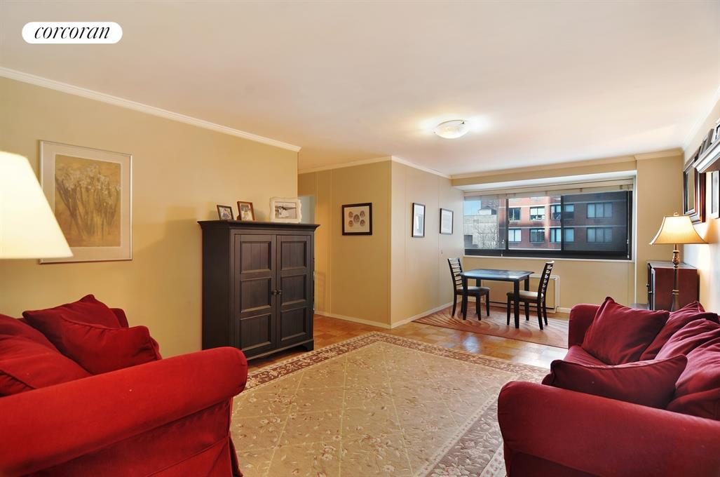 1725 York Avenue, 8H, Spacious living/dining room