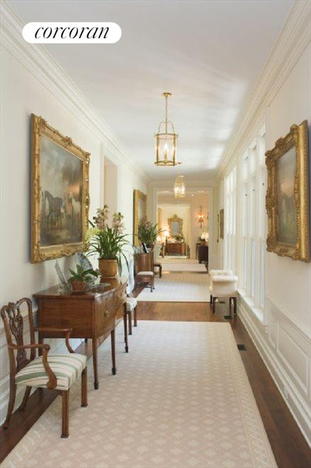 Gallery / Hallway